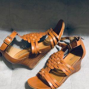 Kenneth Cole Reaction Sandal Wedges in Warm Cedar